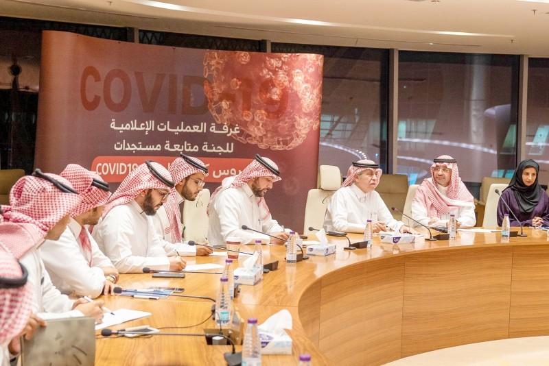 وزير الإعلام المكلف خلال رئاسته أحد الاجتماعات في غرفة العمليات الإعلامية لمناقشة الخطط المتعلقة بأزمة كورونا.