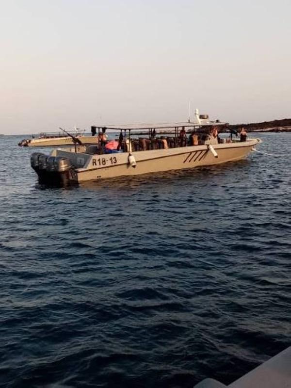 قوات يمنية قرب جزيرة حنيش.