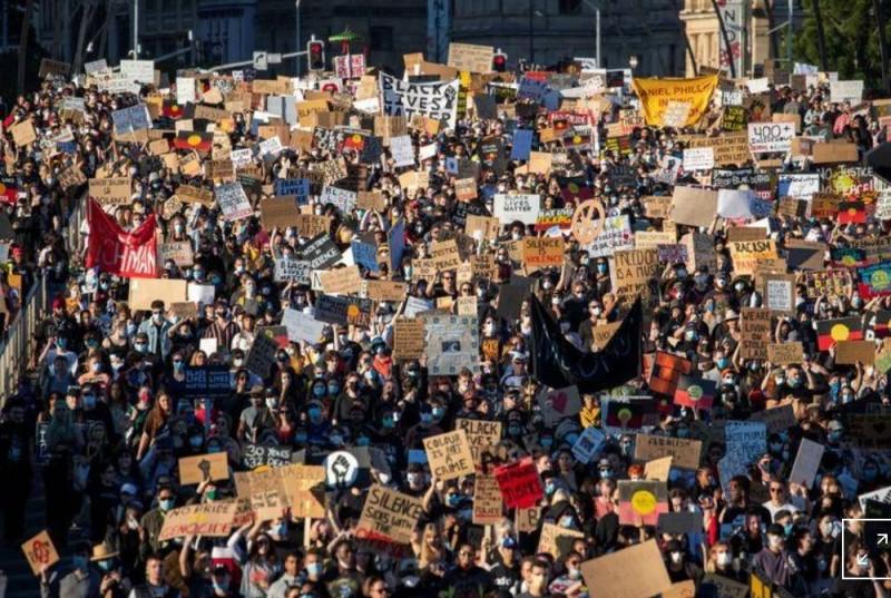 آلاف يشاركون في احتجاج في بريسبان تضامنا مع المحتجين بالولايات المتحدة (وكالات)