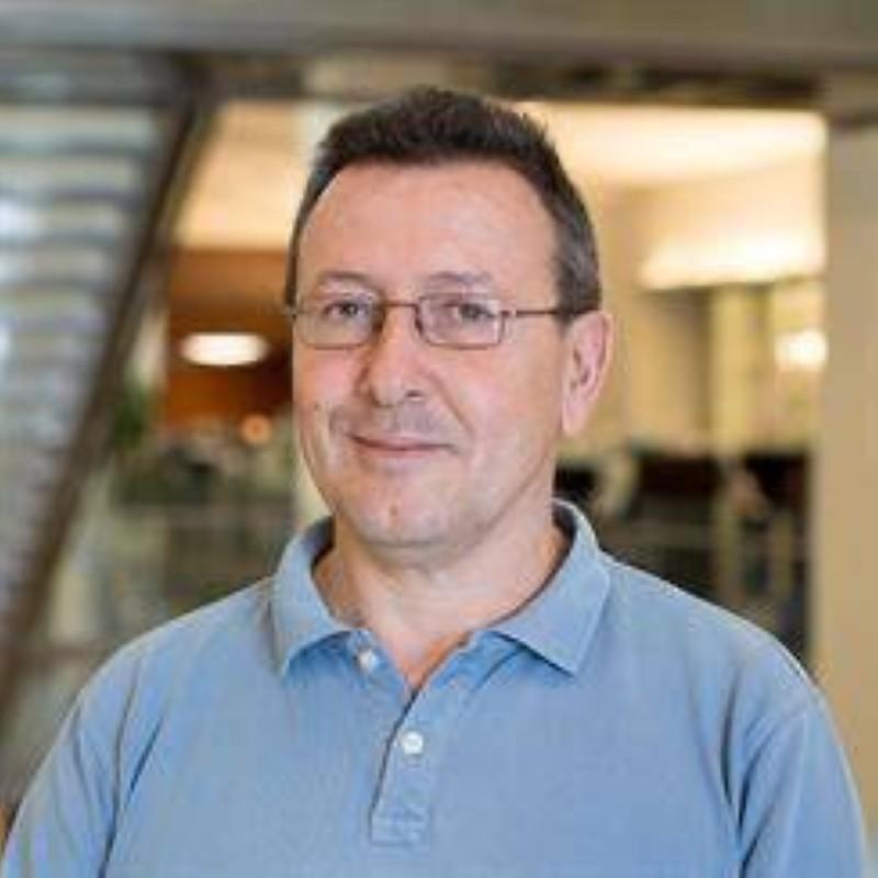 البروفيسور كارلوس دوارتي.