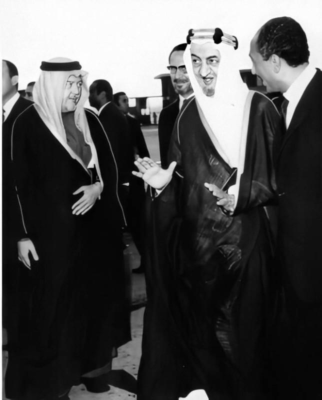.. ومع الراحلين الملك فيصل والرئيس السادات في القاهرة.