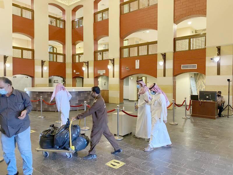 عودة الأنشطة السياحية والفندقية في المناطق مع قرار رفع المنع.