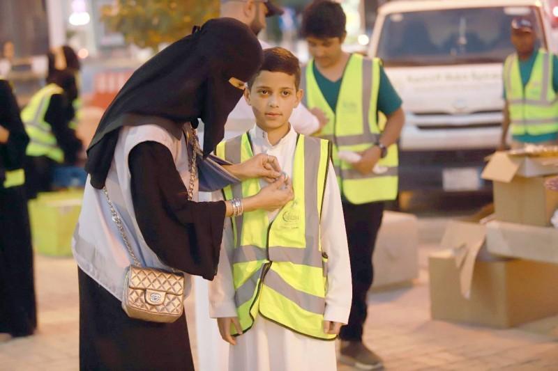 العمل التطوعي ما بين العمل الخيري والاستغلال -صحيفة الديرة