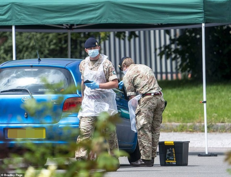 الجيش البريطاني يتولى الاختبارات في ليستر.
