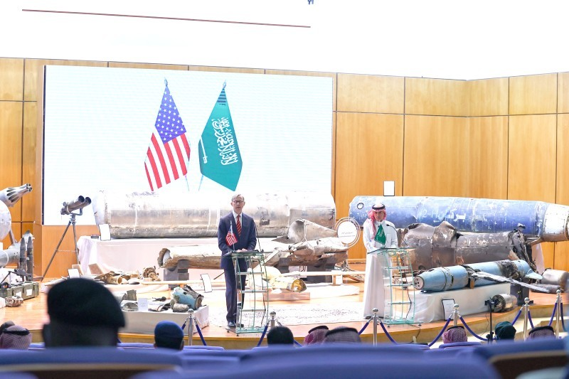 جانب من المؤتمر الصحفي الذي عقده الجبير أمس (الاثنين) مع مبعوث الولايات المتحدة الأمريكية للشؤون الإيرانية براين هوك.  (واس)