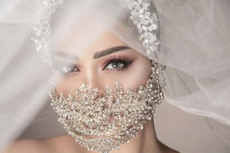 كمامة العروس بالمجوهرات من تصميم عامر عطا.