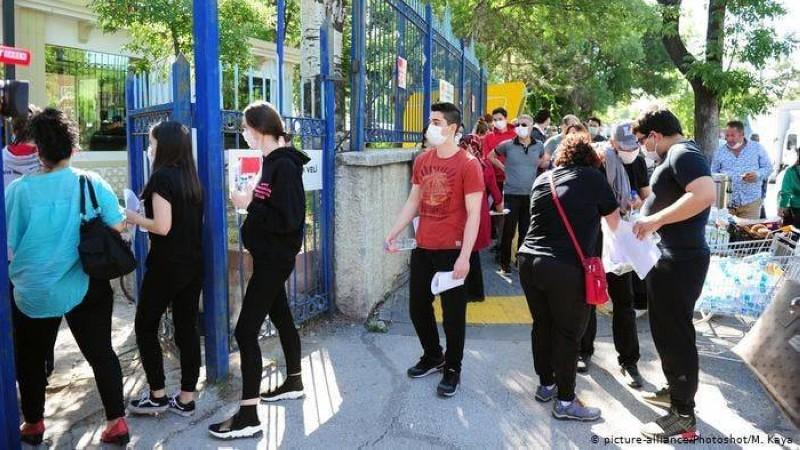 شباب أتراك.