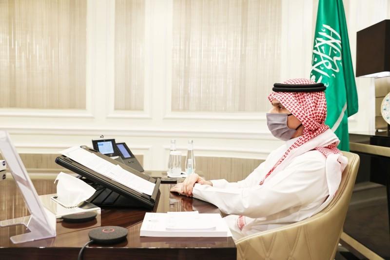 وزير الخارجية خلال مشاركته عن بعد في المؤتمر.
