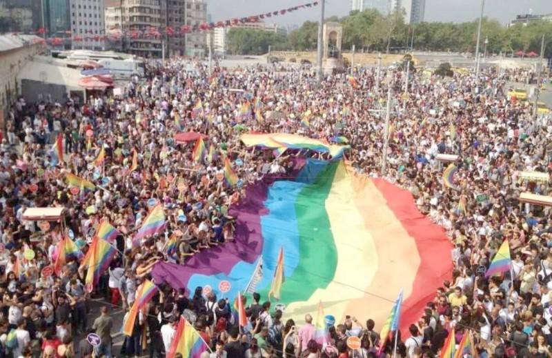 مسيرة فخر إسطنبول للمثليين في 2015.
