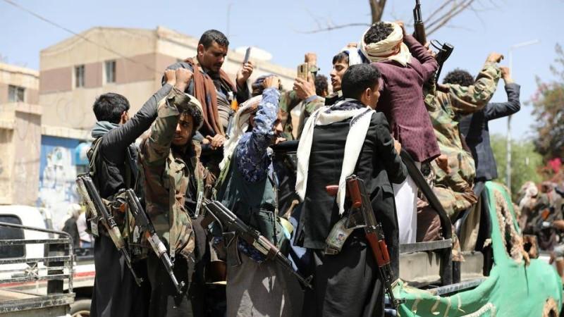 مسلحون من مليشيا الحوثي الإرهابية.
