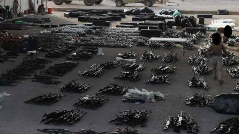 أسلحة إيرانية كانت في طريقها للحوثيين ضبطتها قوات أمريكية.
