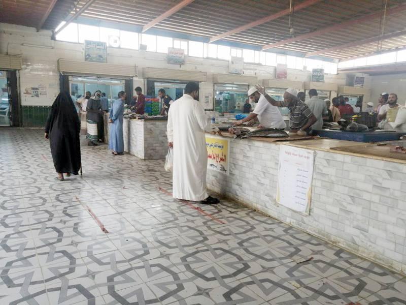 مطالبات بمراقبة الأسعار في سوق السمك.