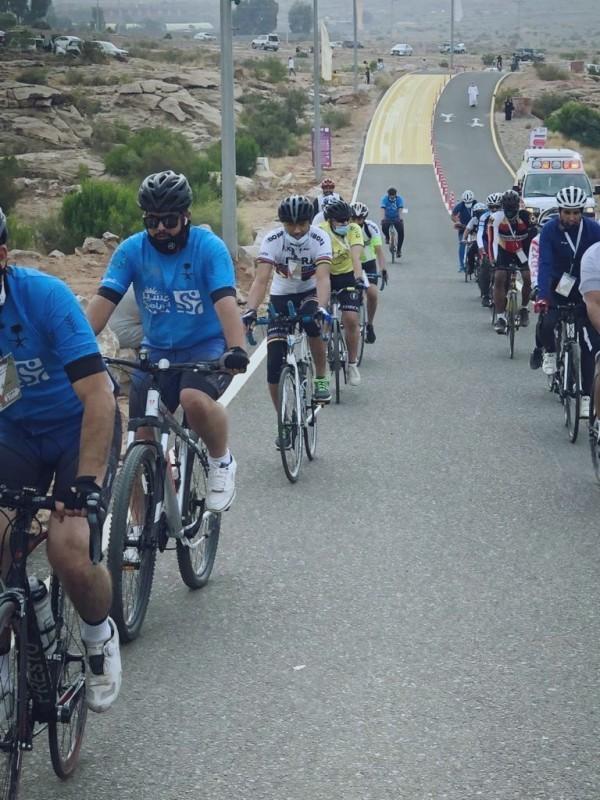 جانب من المشاركين في فعالية الدراجات الهوائية.