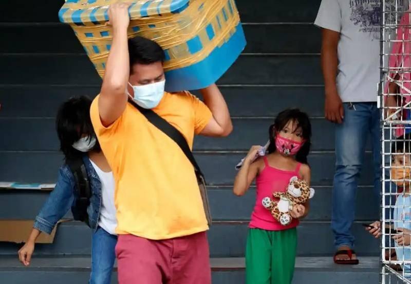 كوفيد يعيد العمالة الفلبينية للفقر مجدداً.