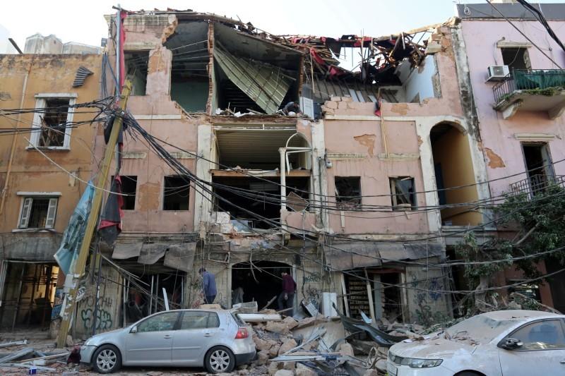 آثار الدمار على مباني بيروت.