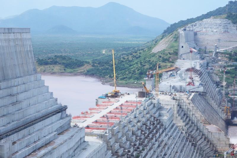 أعمال الإنشاء تتواصل في سد النهضة وسط خلافات جوهرية بين الدول الثلاث.