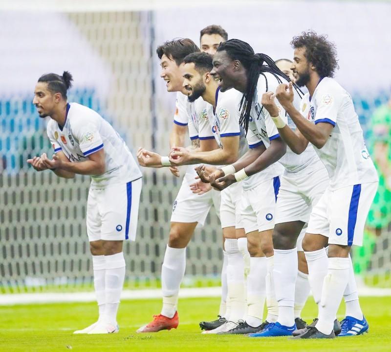 فرحة لاعبي الهلال بالفوز على النصر. (تصوير: عبدالعزيز السلامة)