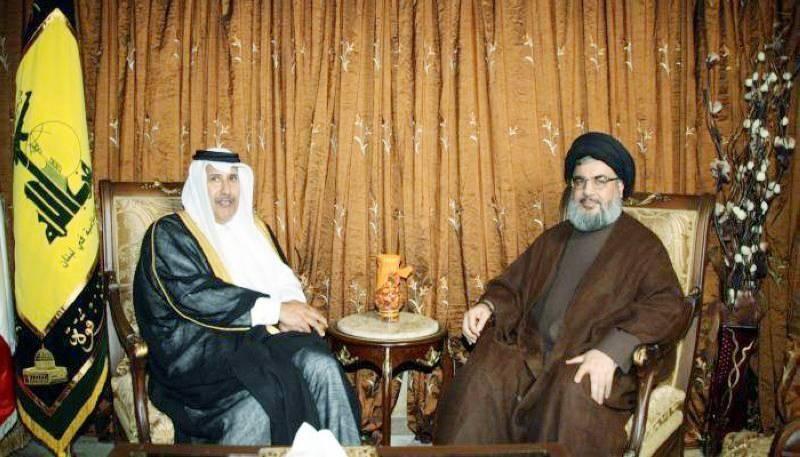 صورة أرشيفية للقاء سابق بين رئيس الوزراء القطري السابق حمد بن جاسم وأمين حزب الله حسن نصرالله.