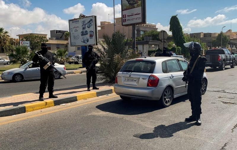 قوات أمن في طرابلس.