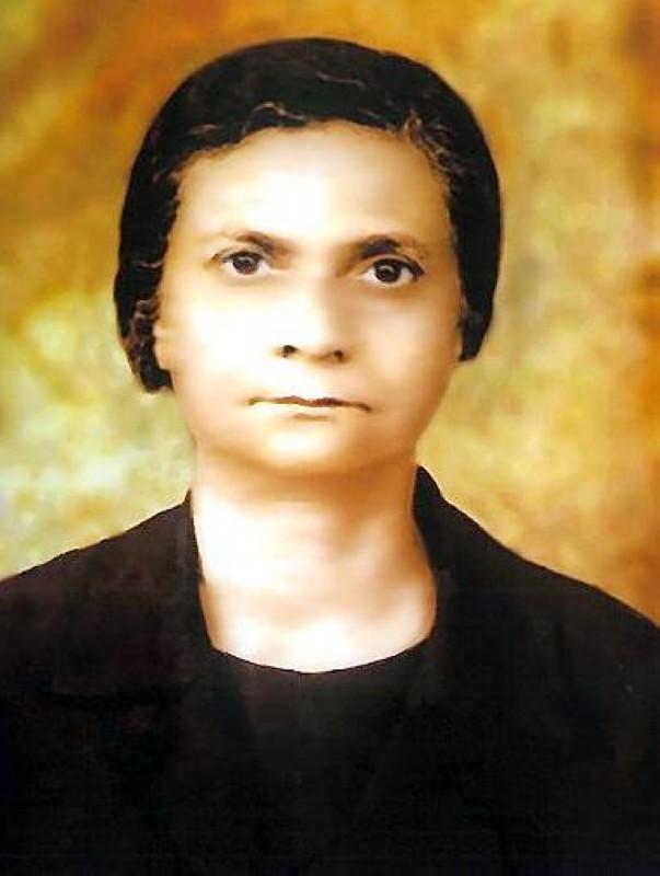 الأستاذة الدكتورة فاطمة بنت سالم المعمري.