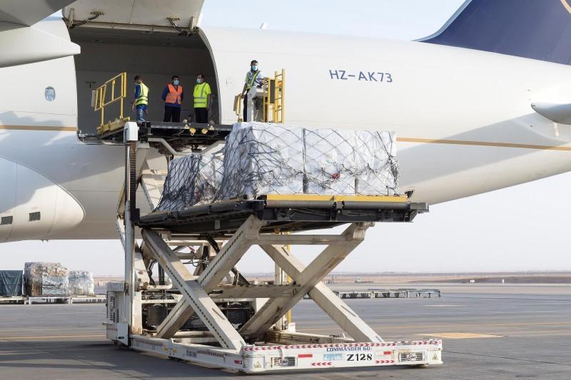 جانب من المساعدات الإغاثية السعودية للبنان. (واس)