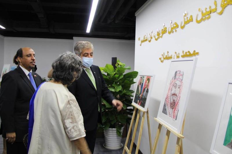 جانب من المعرض الثقافي في مقر الملحقية السعودية ببكين.
