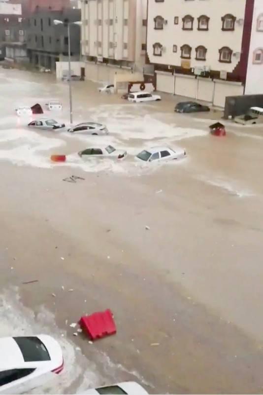 مركبات تضررت جرّاء الأمطار التي شهدتها الطائف أخيراً