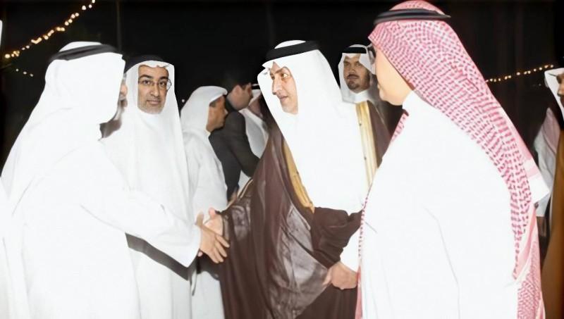 أمير منطقة مكة المكرمة الأمير خالد الفيصل معزيا بن زقر بوفاة الشيخ وهيب.