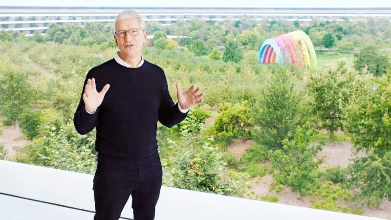الرئيس التنفيذي لأبل خلال إعلانه عن المنتجات الجديدة.