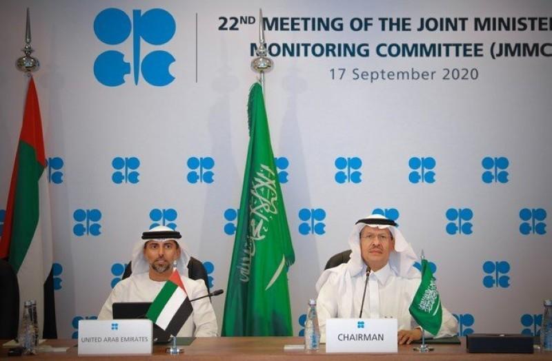 وزير الطاقة عبدالعزيز بن سلمان لدى ترؤسه اللجنة الوزارية المشتركة لمراقبة السوق النفطية.