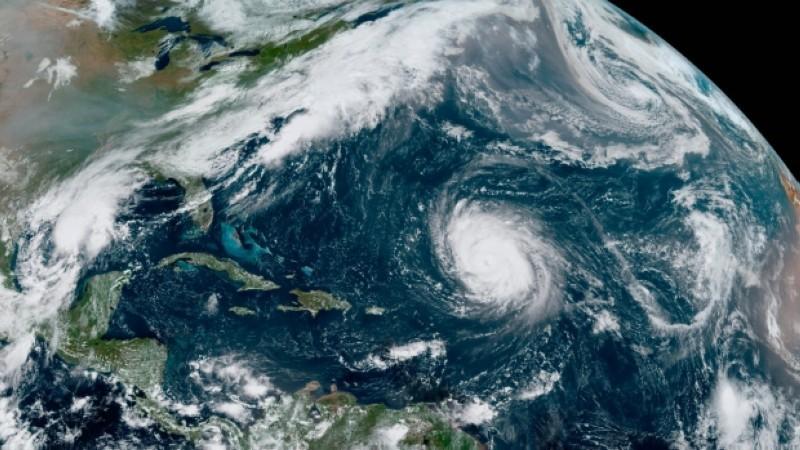 الإعصار الثالث (بيتا) يضرب سواحل تكساس للمرة الثالثة خلال شهر.