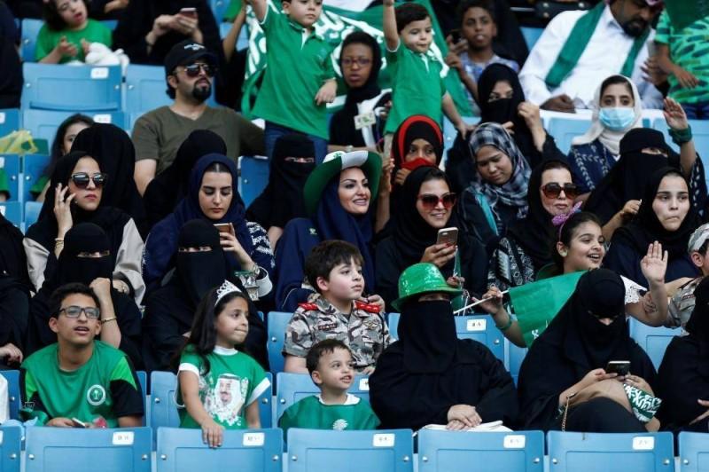 حضور العائلات السعودية في استاد الملك فهد الدولي احتفالات اليوم الوطني 87
