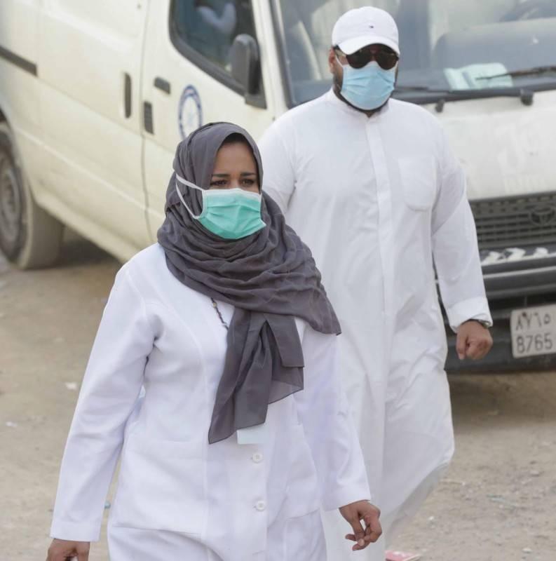 الدكتورة أميرة أثناء حملات التوعية.