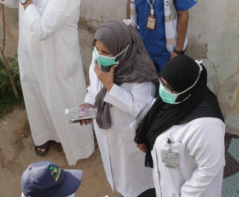الدكتورة أميرة أثناء العمل الميداني.