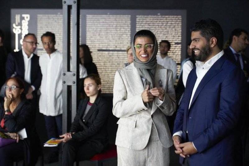 وزيرة «الثقافة» الإماراتية مع وزير الثقافة السعودي الأمير بدر بن فرحان.