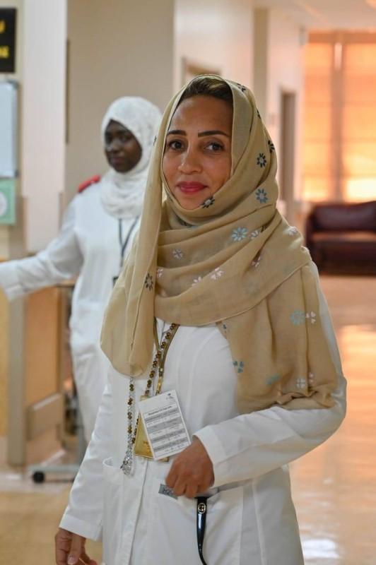 الدكتورة دينا قطب  طبيبة أسنان متطوعة.