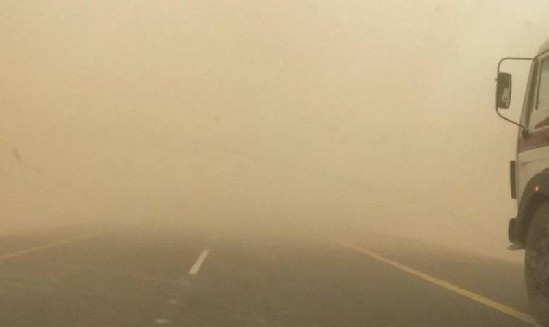 غبار على الطريق الواصل ما بين جدة - جازان.