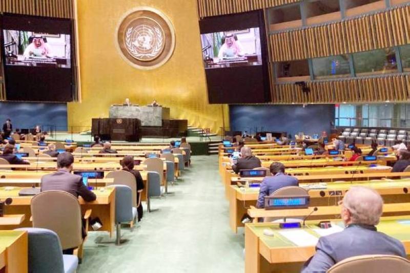 الملك سلمان خلال إلقائه كلمة المملكة عن بًعد لأول مرة في اجتماعات الجمعية العامة للامم المتحدة. (واس)