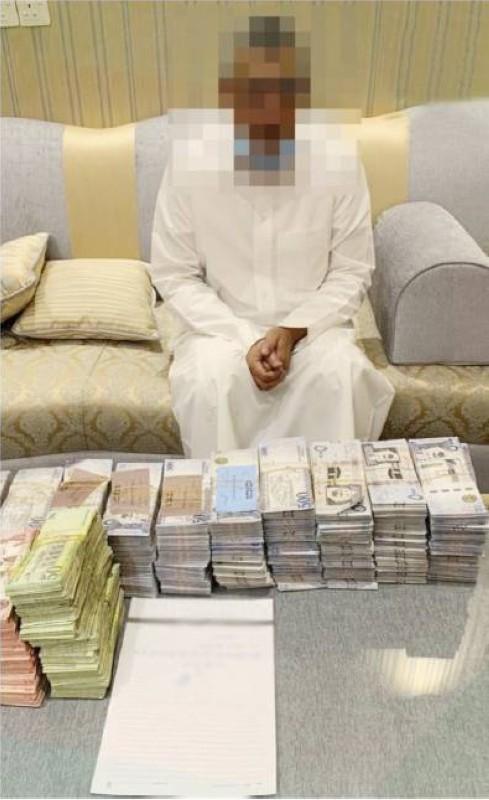 ضبط أحد المتهمين في قضية فساد.