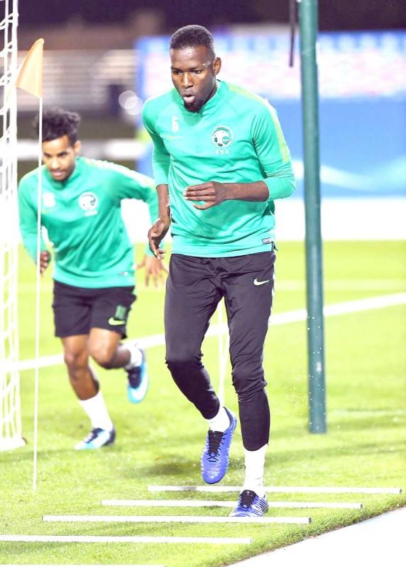 عمر هوساوي في تدريب سابق مع المنتخب السعودي.