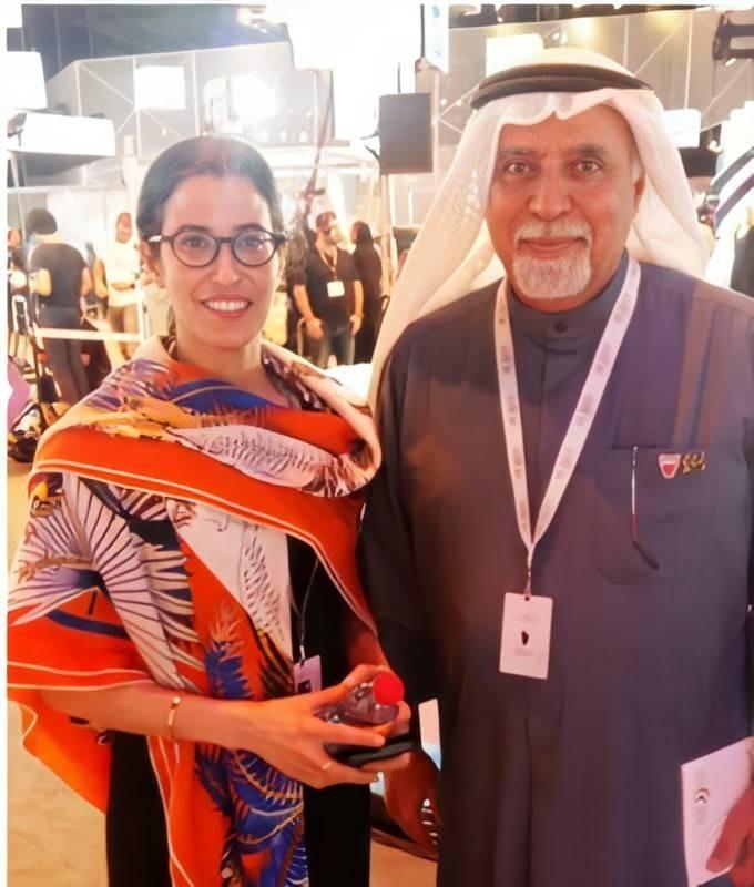 غادة مع كاتب السطور في دبي عام 2018.