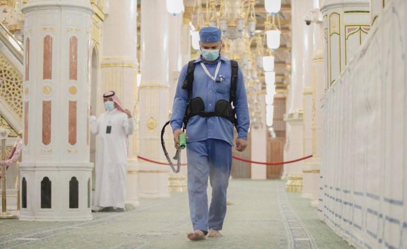 الطاقة التشغيلية للصلاة في الروضة الشريفة للرجال 1650 مصلياً في اليوم الواحد.
