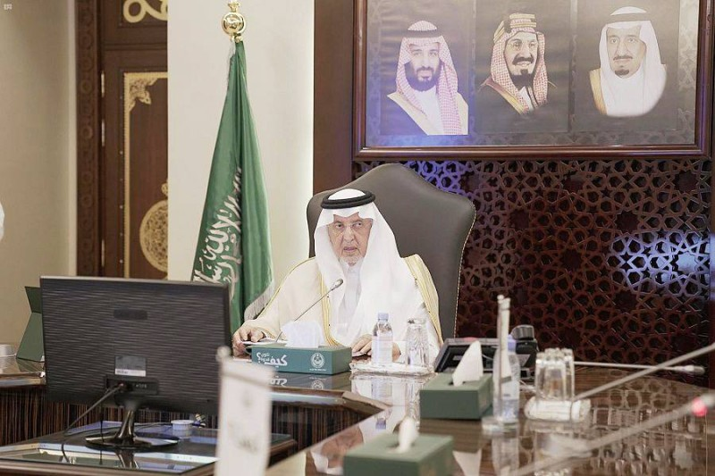 أمير منطقة مكة المكرمة خلال استعراضه الخطة التشغيلية لمشروع (وصْل).