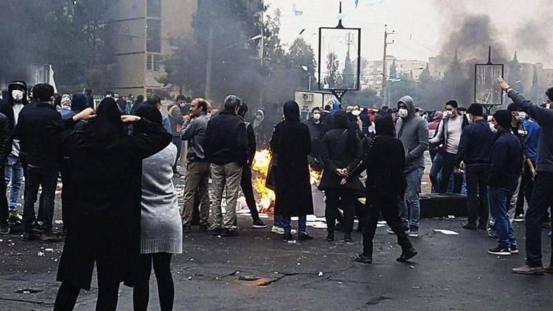 محتجون إيرانيون في مظاهرات سابقة ضد نظام الملالي.