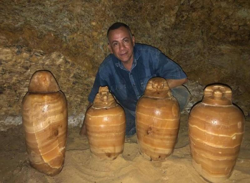 الآثار المكتشفة في مقبرة المشرف على الخزينة الملكية.