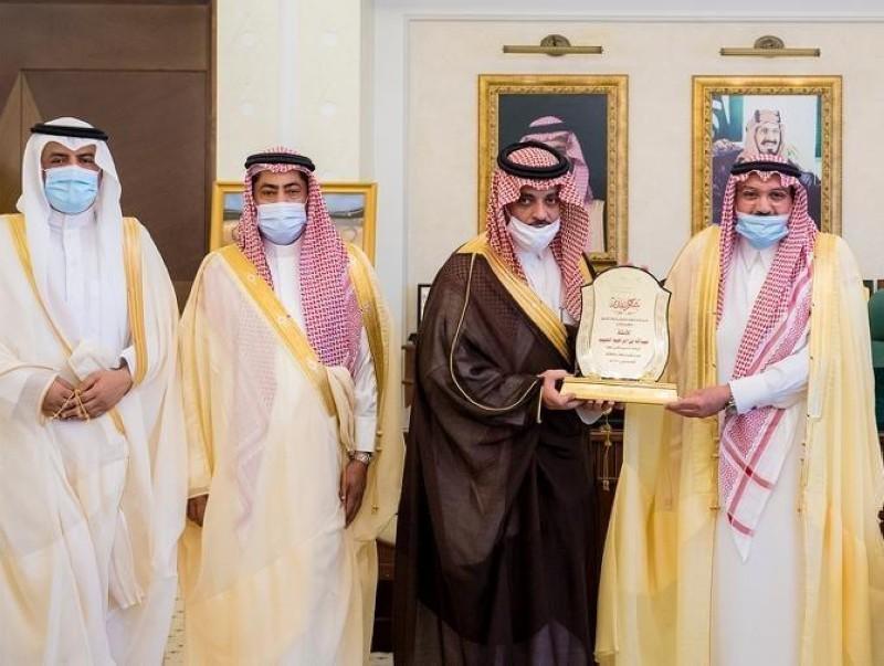 الأمير فيصل بن مشعل مكرماً الحبيب.