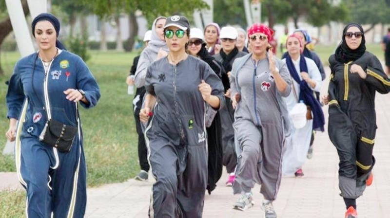سيدات يمارسن الرياضة في السعودية.