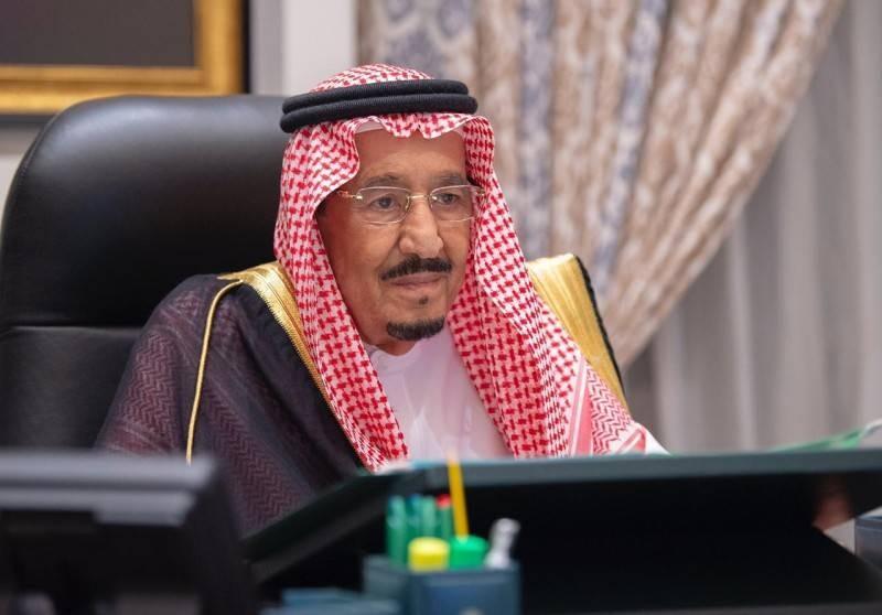 الملك سلمان مترئسا جلسة مجلس الوزراء. (واس)