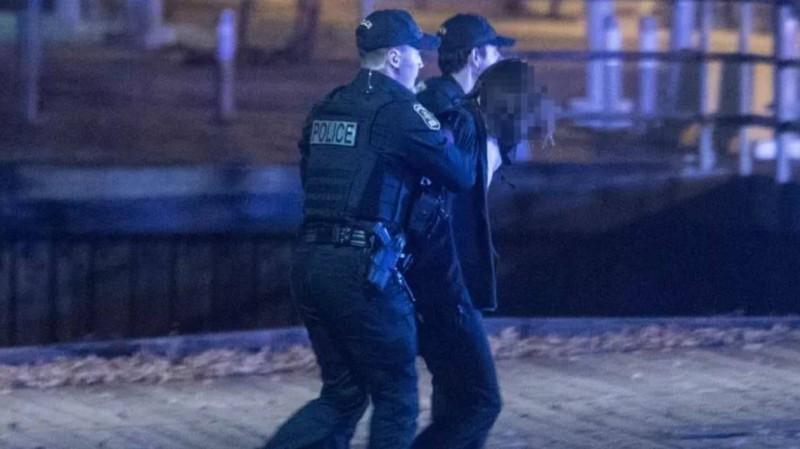 المشتبه به في قبضة الشرطة