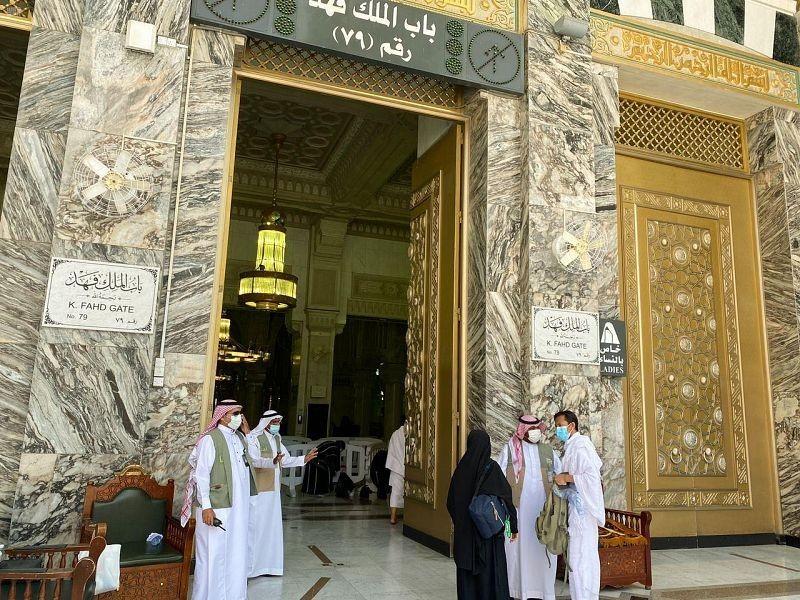 150 موظفا يؤم نون 100 باب في المسجد الحرام أخبار السعودية صحيفة عكاظ